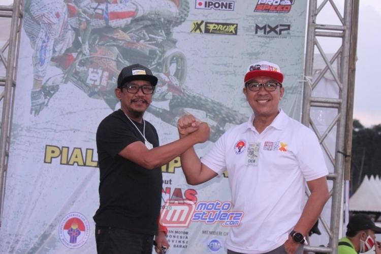 Indra Julius (Kiri) Direktur Utama PT Variasi MX (VMX.id) Bersama H. Fachrul Sarman -Bersinergi Demi Kemajuan Otomotif Jabar