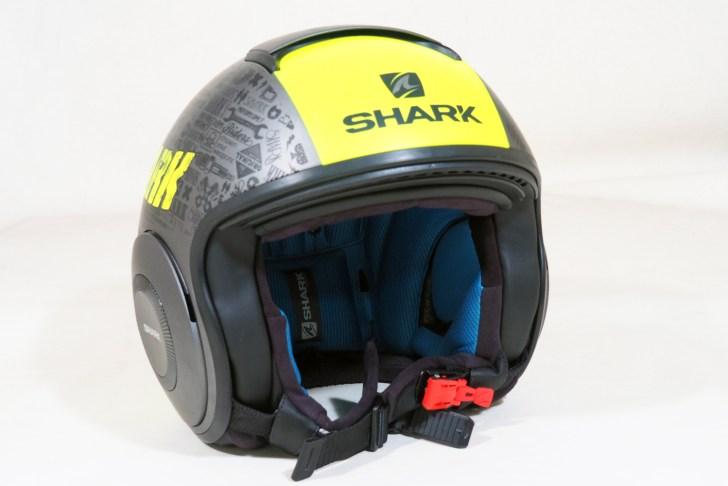 DRAKは一見普通のストリートジェットヘルメット