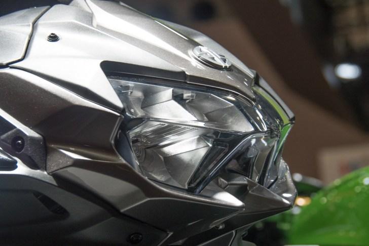今までのZシリーズとはイメージが異なるヘッドライト