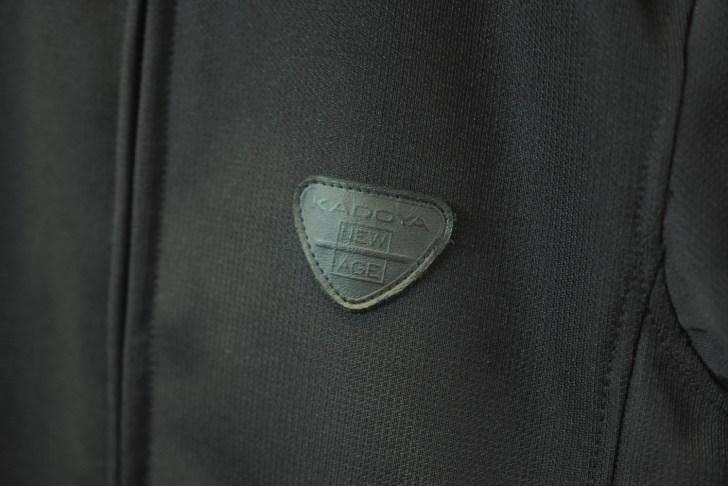 胸元のワッペンにはKADOYA NEW AGEの文字が