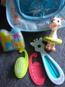 mots-d-maman-sophie-la-girafe-vuilli-trousse-de-bain-test-avis