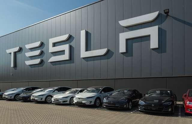 Is Model 3 Tesla 's iPhone Moment?