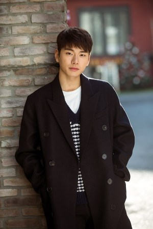 Lee Yi-kyung casts comedy movie '6/45'...Play the role of a North Korean soldier