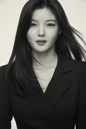 Kim Yoo-jung black and white pictorial, unrivaled seduction beauty