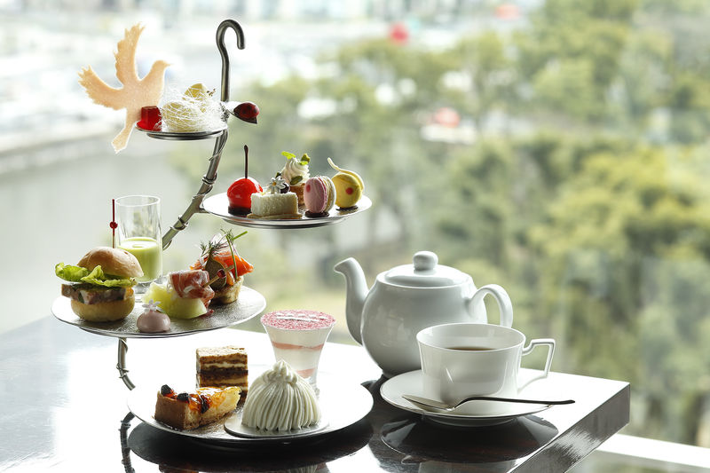 Chicks Dig It: Women Flock to Afternoon Tea at Luxury Hotels