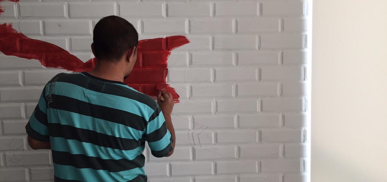 Mural Painting Motif Dayak di Dinding Kantor OLX