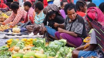 Mamak-mamak penjual sayur di pasar