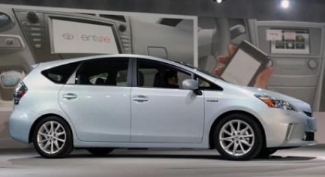 Toyota-Prius-V-2012