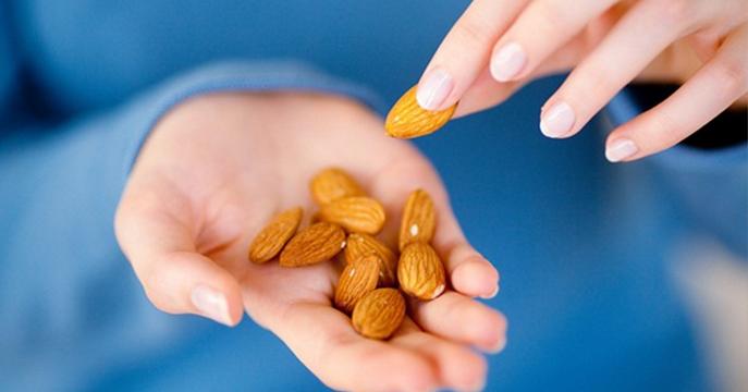 Jedz garść migdałów dziennie i zobacz co się stanie - 10 korzyści