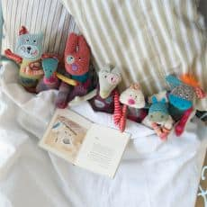 Jolis pas beaux dolls in bed - Moulin Roty