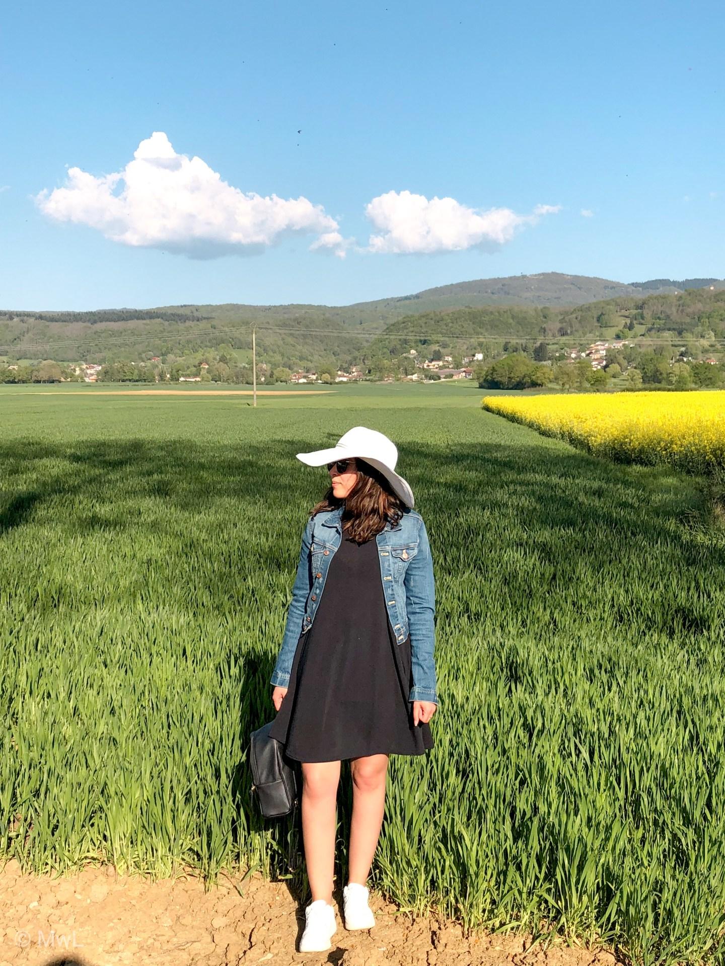 Robe trapèze et champ de colza