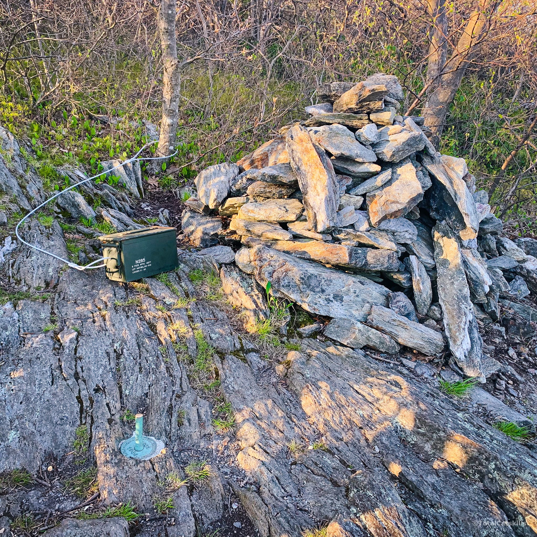 cairn and register