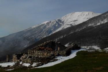 Abandoned shepherd's hut and Cima Ogniquota