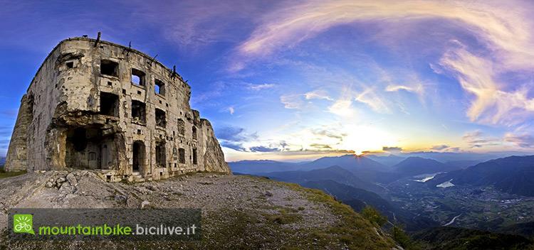 foto del forte Cima Vezzena nell'alpe cimbra