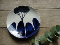 Tree and rock side plate