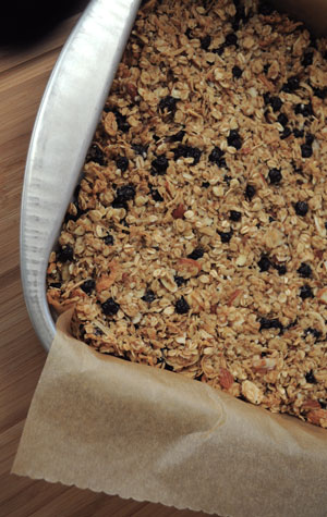 blueberry-almond-granola-bars