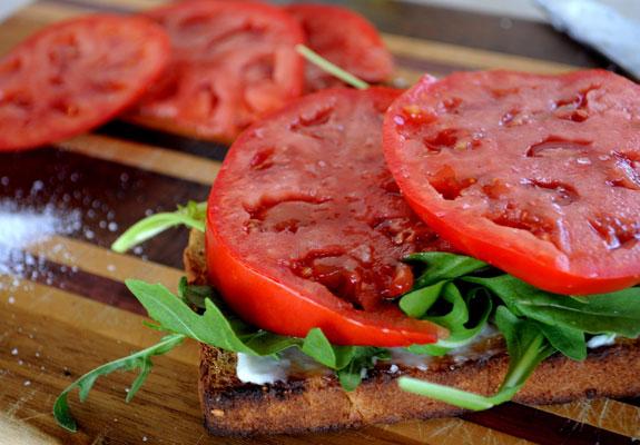 summer-tomato-sandwich