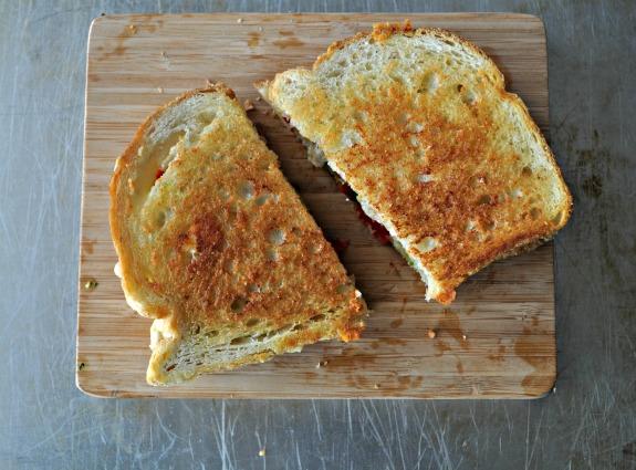 havarti-roasted-tomato-cilantro-pesto-grilled-cheese-recipe