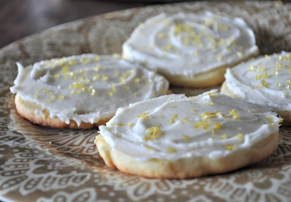 lemon-cream-cheese-frosting-recipe-mountainmamacooks