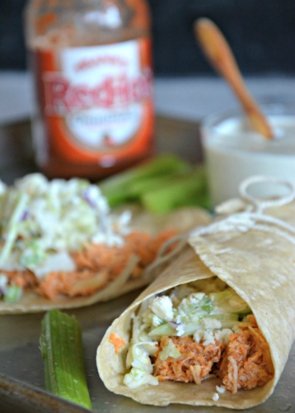 Slow Cooker Buffalo Chicken Tacos | www.mountainmamacooks.com