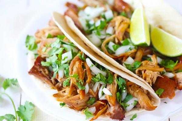 Crispy Slow Cooker Carnitas | mountainmamacooks.com