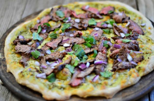 Carne Asada Pizza | mountainmamacooks.com #TacoTuesday #PizzaWeek