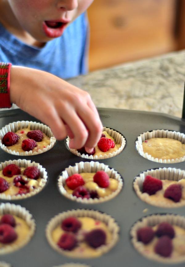 Fresh Raspberry Muffins | mountainmamacooks.com