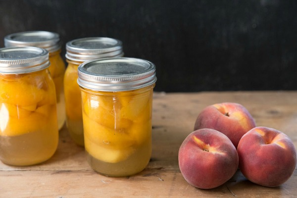 Canned Peaches with Honey | #canningweek14