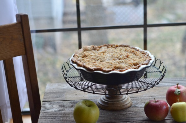 Apple Crumb Pie | mountainmamacooks.com
