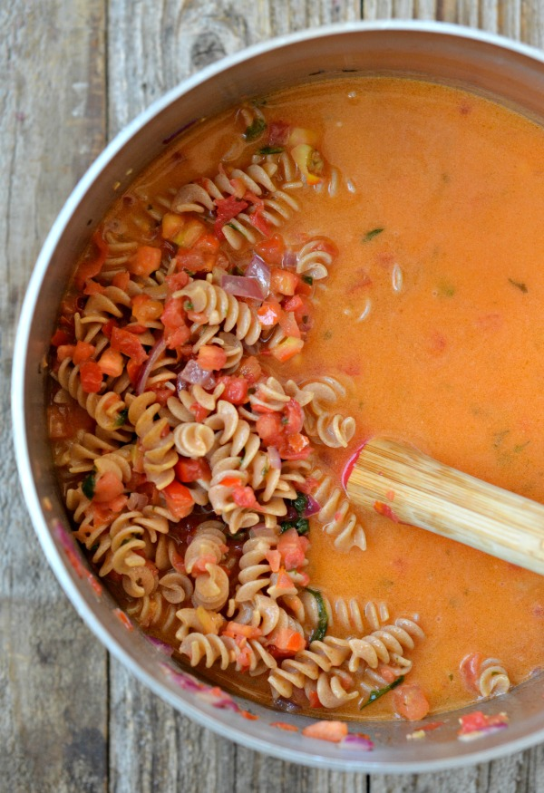 One Pot Bruschetta Pasta | mountainmamacooks.com