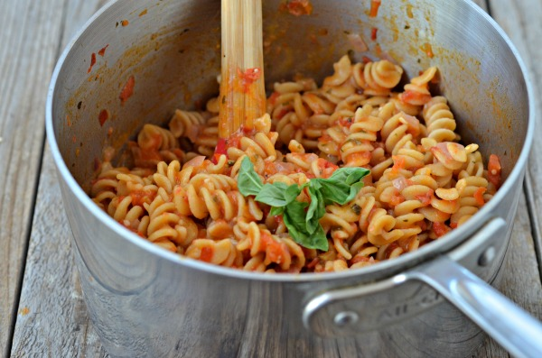 One Pot Bruschetta Pasta   mountainmamacooks.com