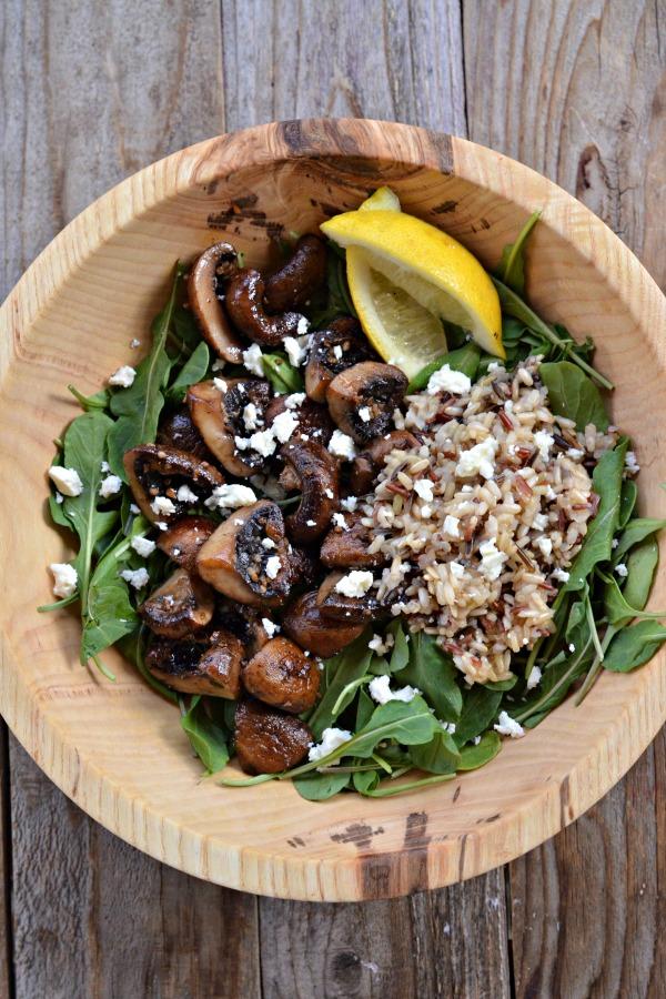 Garlic Mushroom Salad with Arugula and Wild Rice | mountainmamacooks.com #EatSeasonal