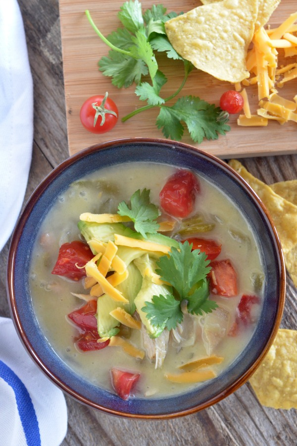 Slow Cooker Creamy White Chicken Chili   mountainmamacooks.com
