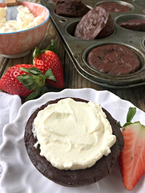 flourless-chocolate-cupcakes-mountain-mama-cooks-1