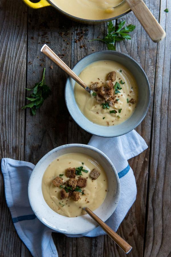 Instant Pot Cauliflower Soup | www.mountainmamacooks.com