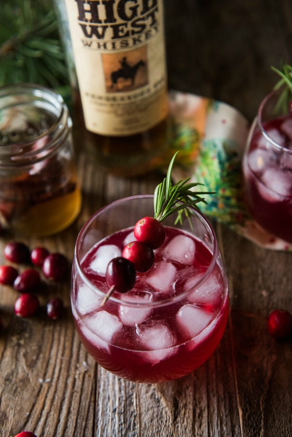 Cranberry Cinnamon Whiskey Cocktails | www.mountainmamacooks.com