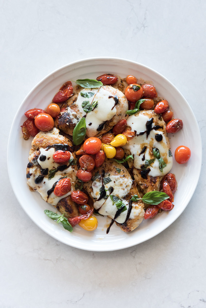 Easy Skillet Caprese Chicken | www.mountainmamacooks.com
