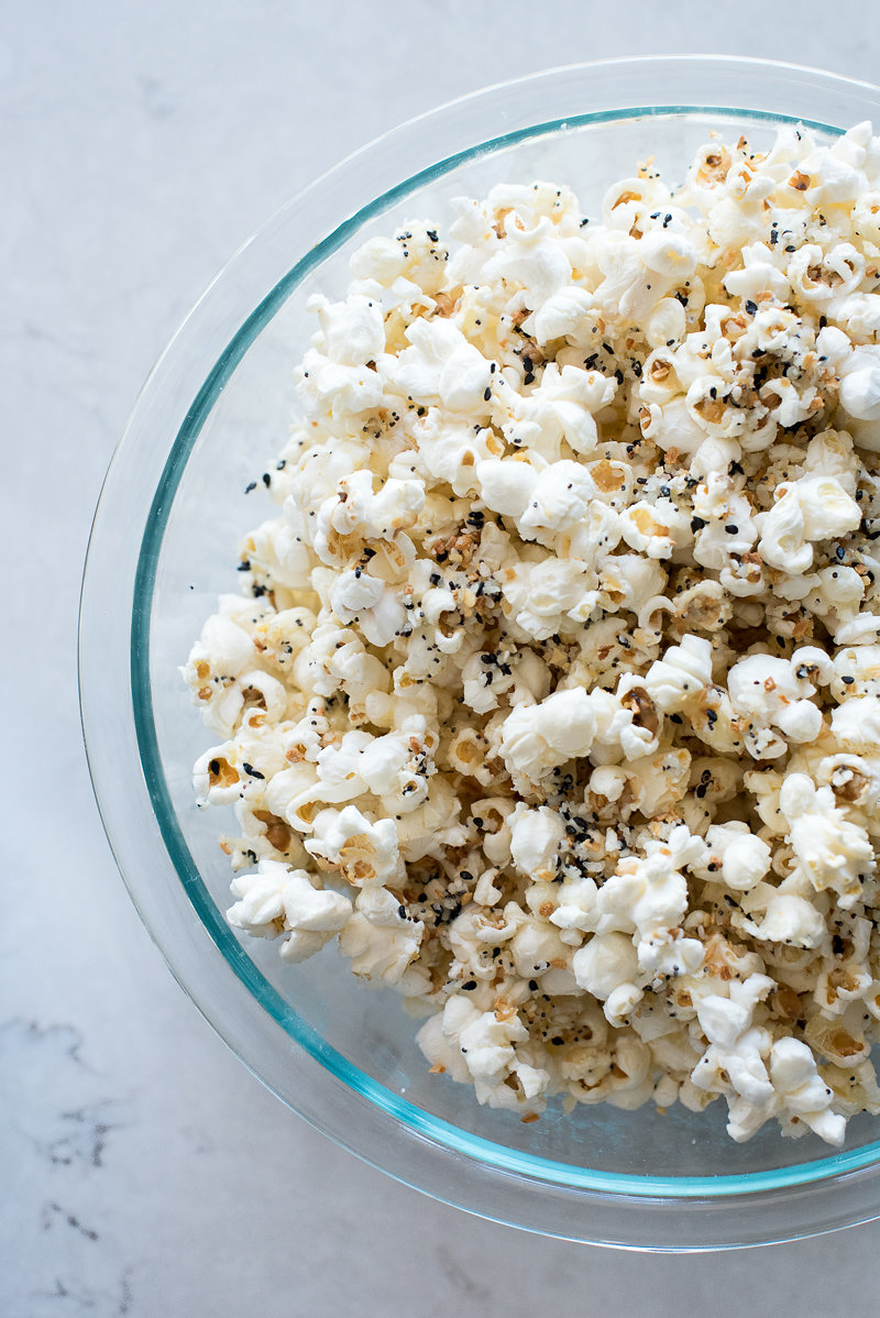 Everything Bagel Parmesan Popcorn | www.mountainmamacooks.com