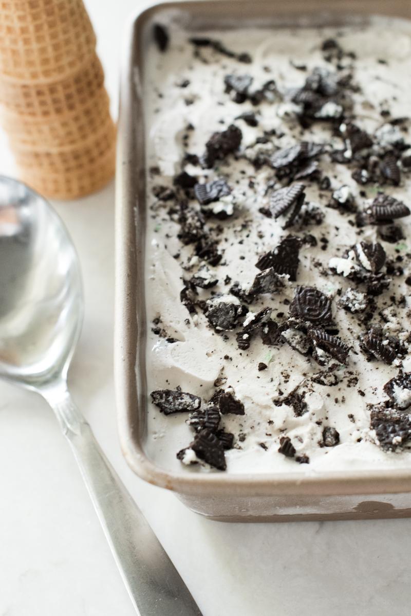 Mint Cookies & Cream Ice Cream | www.mountainmamacooks.com