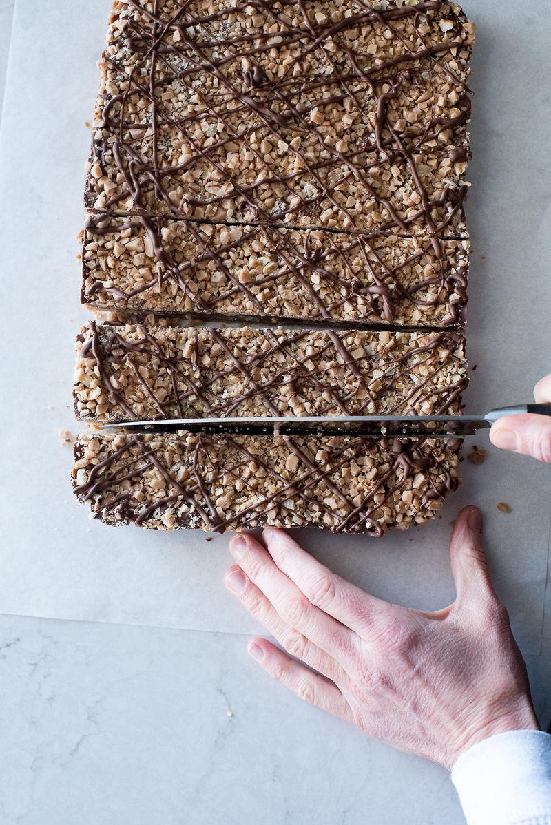 English Toffee Shortbread Bars | www.mountainmamacooks.com