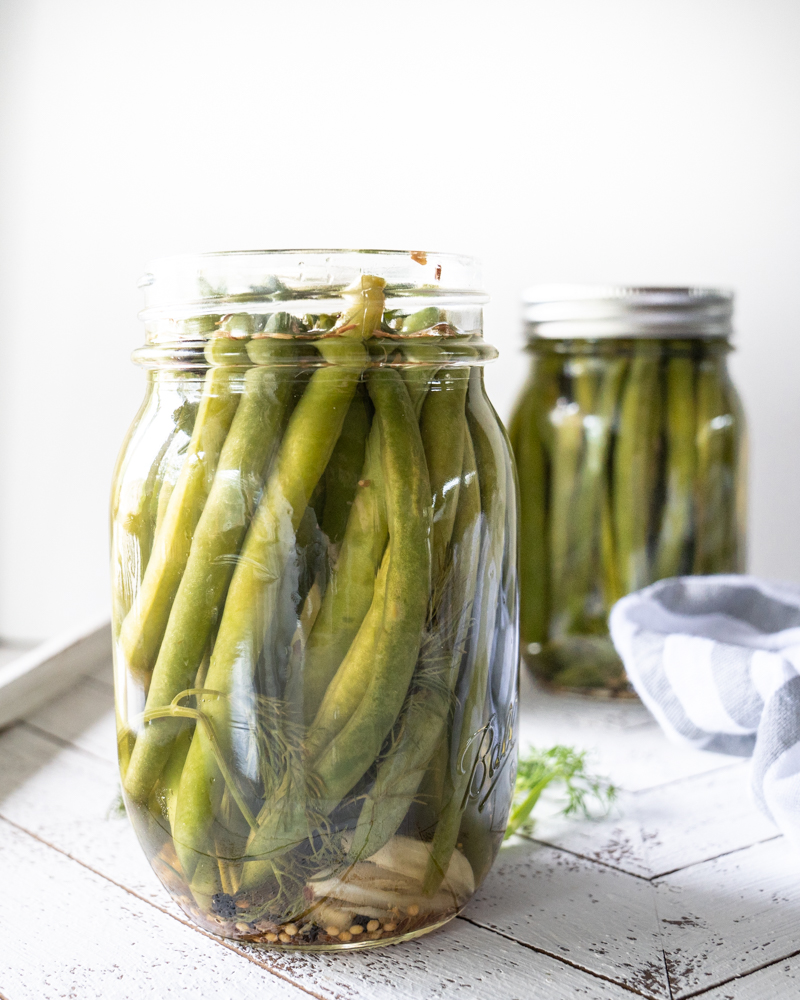 Overnight sweet pickled green beans recipe in a mason jar. Recipe on Mountain Mama Cooks for Dixie Crystals.