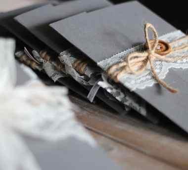 diy wedding invitations lace twine bows mountainmodernlife.com