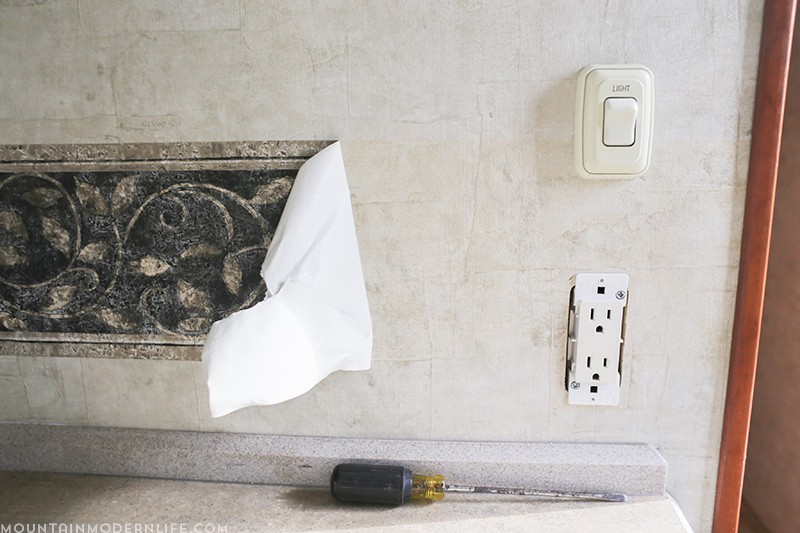 Ready to remove the outdated wallpaper border in your RV? Here are some tips and tricks to get the old border out quickly and easily. MountainModernLife.com