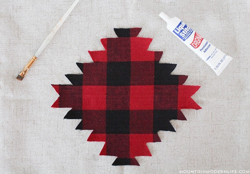 Love Buffalo Plaid? See how easy it is to make these No-Sew Rustic Winter Pillows that you can keep around after the holidays! MountainModernLife.com