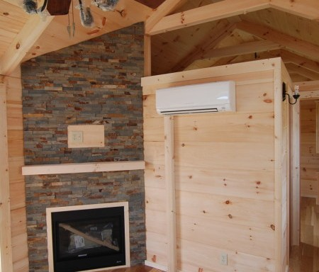 Gas Fireplace w/Log Mantle