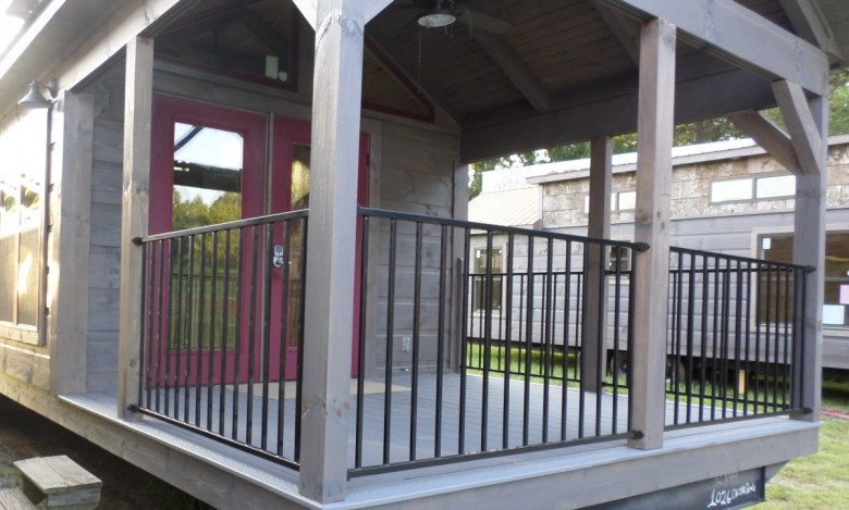 Porch with Aluminum Rails