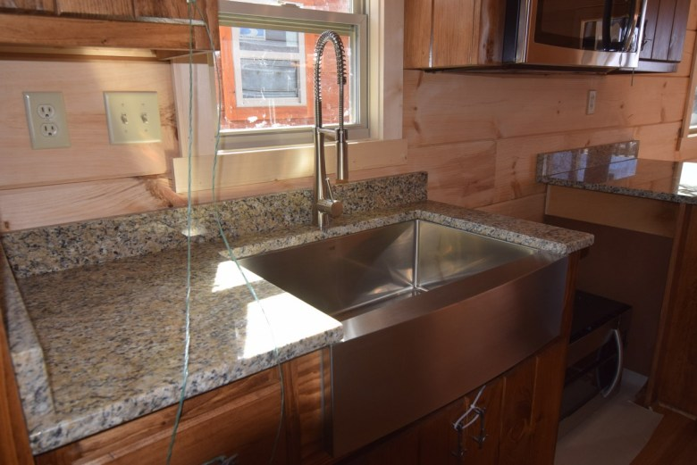 Upgrade Farmhouse sink and faucet