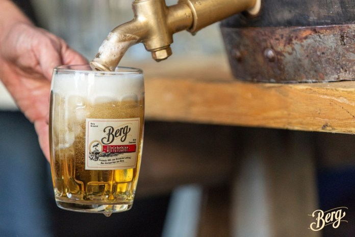 Proost met een versgetapt biertje. ©Berg Brauerei