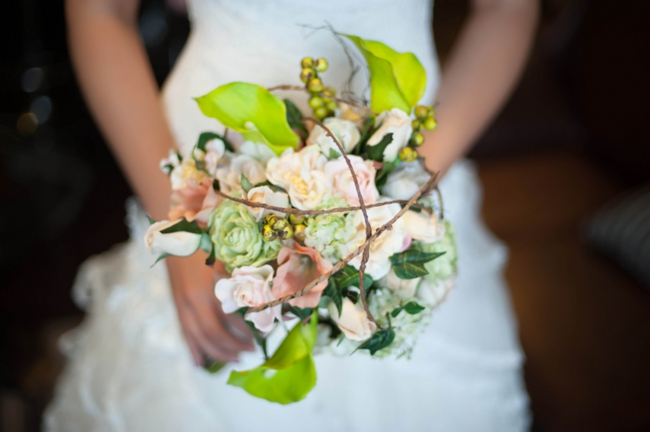 rustic green and white bouquet with twine