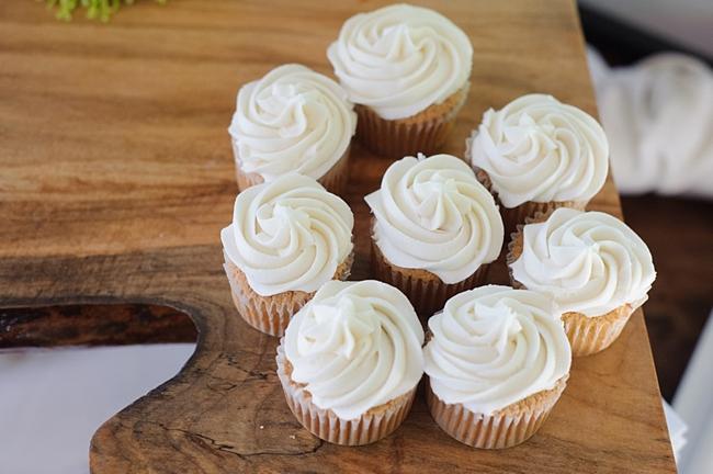 18-cupcakes-hawkesdene-mountain-wedding-Torrence-Photography